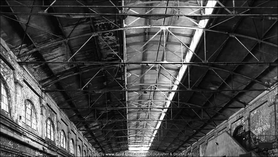 Black and White - März 2017 | Stahlstreben-Decke